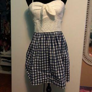 New dress white top black/white checkered bottom